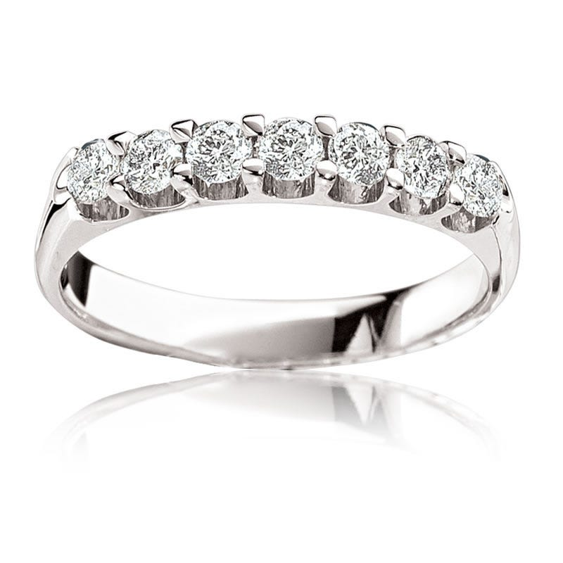 Brilliant-Cut Diamond Anniversary Band 1/4 ct. T.W. Prong Set