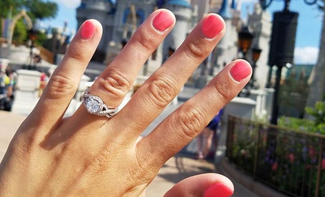 6 Tips For A Perfect Pic: Engagement Ring Selfie 101